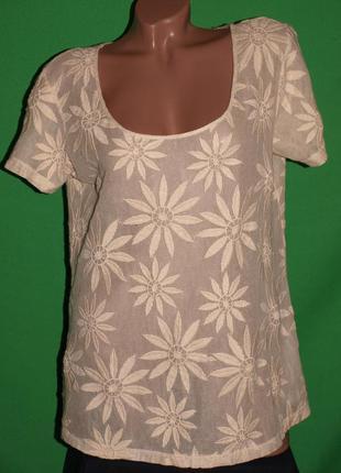 Лёгкая футболка (л замеры) с узором, 100% котон, отлично смотрится.