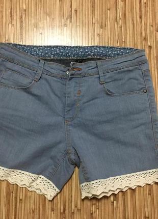 Шорты джинсовые с рюшей