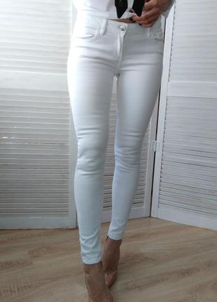 Белые джинсы скинни skinny на высокой посадке с завышенной талией