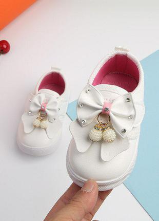 Очень красивые нежные туфельки для маленьких крошечек