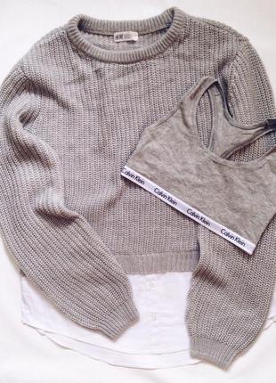 Серый свитер крупной вязки с имитацией рубашки