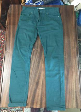 Мужские штаны зеленого цвета