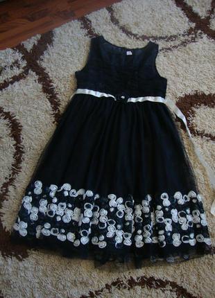 Праздничное миди платье-сеточка с квилингом из ткани bloome