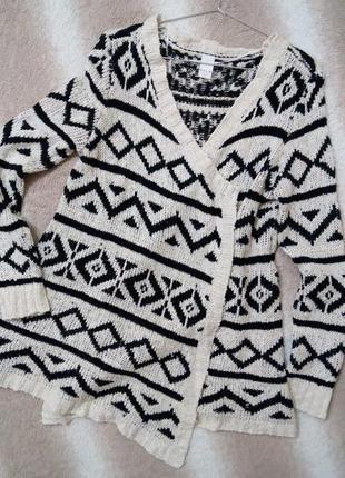 Вязанная кофта-кардиган с визерунками