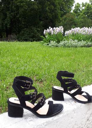 Stradivarius new colection - босоніжки замшеві, чорні.