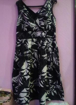 Симпатичное летнее платье в цветочний принт