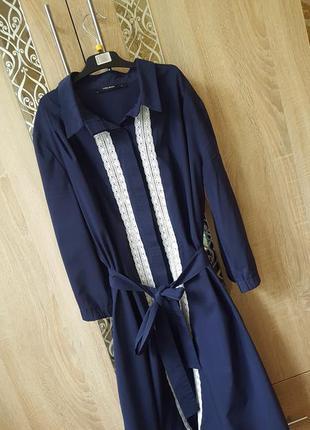 Стильное платье-рубашка с кружевом