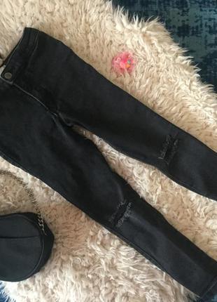 Моднявые джинсы с рванками на коленках h&m, серого цвета с родными потертостями...👖👑✨