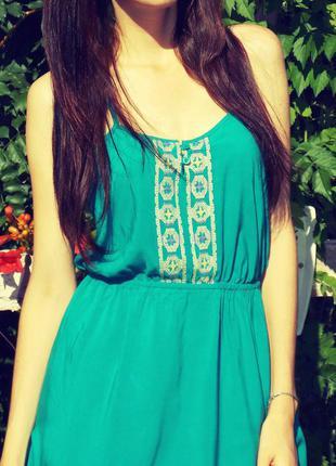Шикарное бирюзовое платье с вышивкой 100% вискоза, 38 размер !