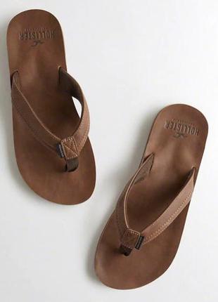 Тапочки hollister vegan leather flip flops
