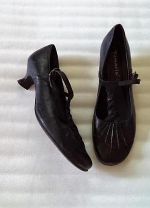 Кожа! очень мягкая кожа и туфли очень легкие на среднюю ногу