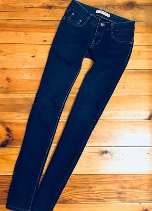 Темно-синие джинсы + нашивка