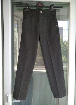 Брюки-джинсы школьные next р.134 худенькому мальчику 9лет