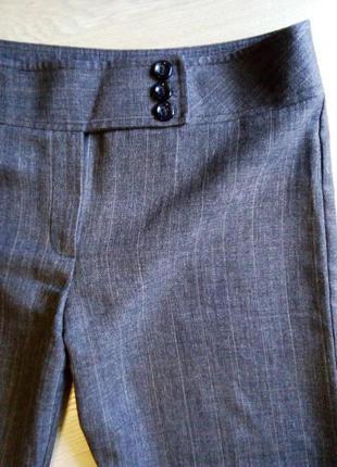 Классические брюки в тонкую клетку
