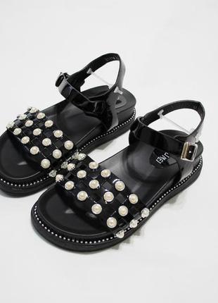 Женские черные лаковые босоножки (сандалии)