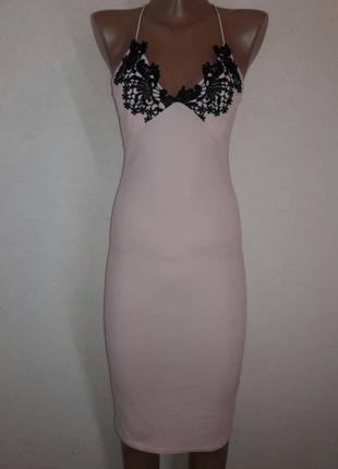 Красивое платье миди актуального цвета