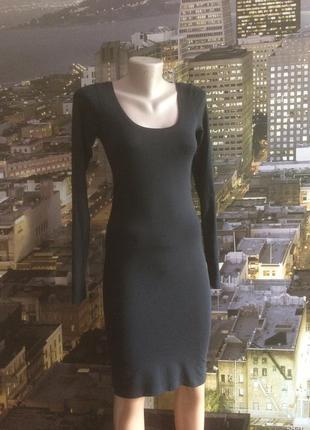 Базовое черное платье по фигуре