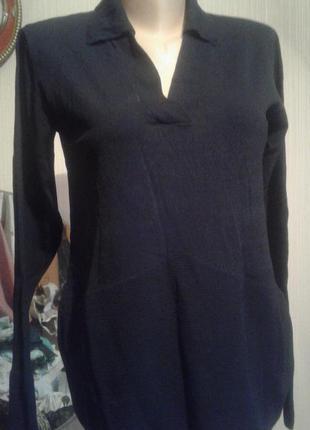 Кофточка свитерок чёрноно цвета.