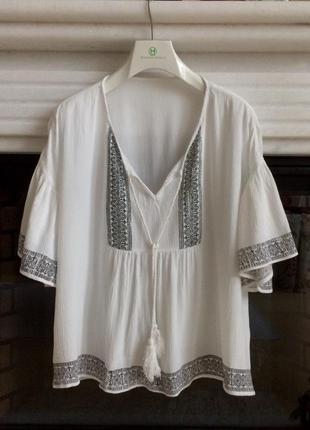 Очень стильная модная блуза с воланами и вышивкой. тренд лето 2018