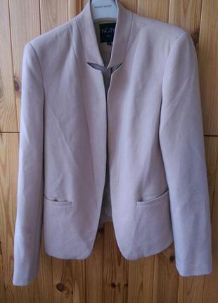 Повседневный пиджак бежевого цвета