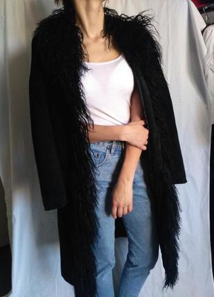 Шикарное замшевое пальто с мехом ламы от бренда etam
