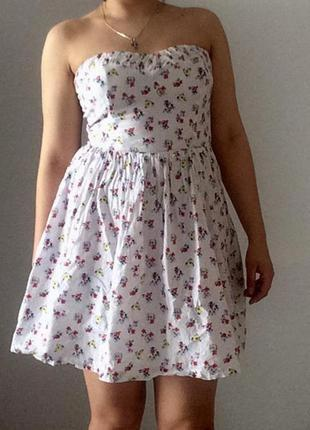 Очень красивое нарядное платье в стиле беби долл
