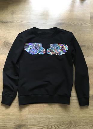 Свитшот с именем виктория и крильями