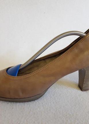 Кожаные стильные туфли фирмы tamaris ( германия) р. 39 стелька 25,5 см