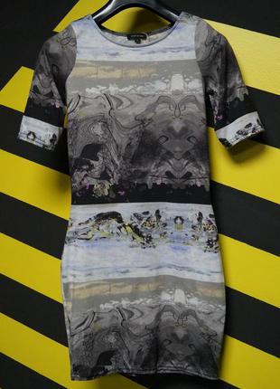 Обтягивающее платье с абстрактным принтом