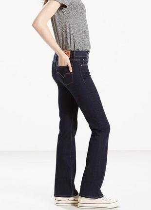Женские классические темно синие джинсы levi's немного расклешенные классика клеша