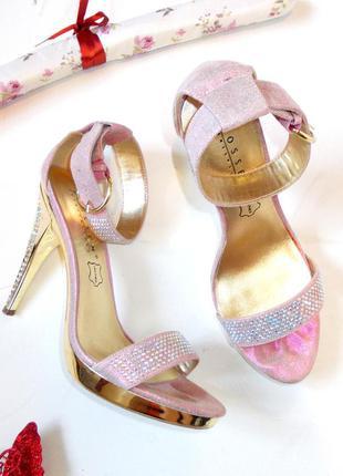 Босоножки со стразами розовые блестящие туфли камни