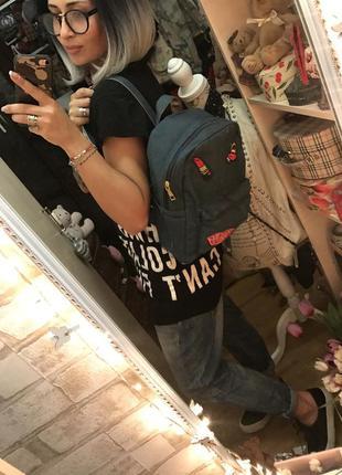 Стильный джинсовый рюкзак с нашивками