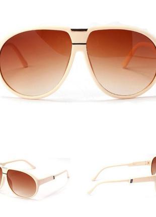Продажа-обмен солнцезащитные бежевые очки авиаторы с дымчатыми коричневыми линзами
