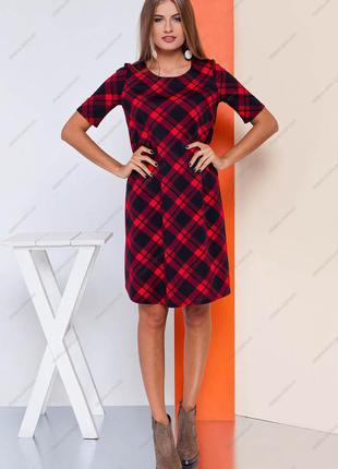 Блистательное красное платье с модным клетчатым принтом