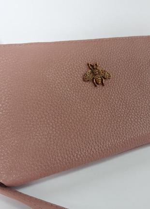 Компактный кожаный кошелек клатч с пчелкой)