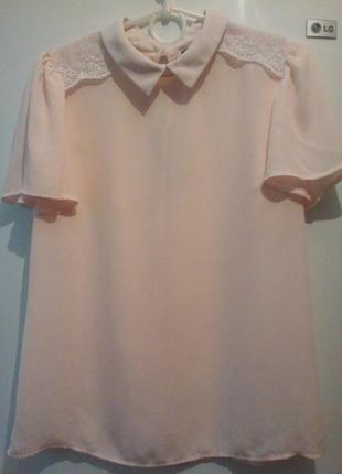 Блуза ,с  нежным кружевом.