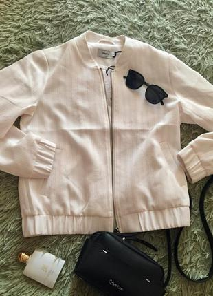 Нежная стильная курточка бомбер