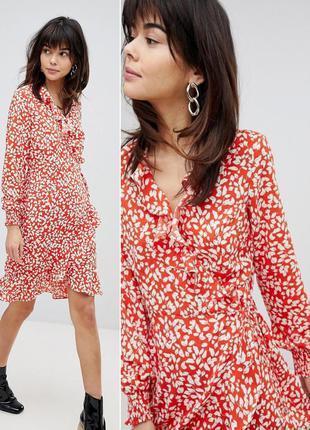 Платье с принтом, запахом и оборкой vero moda