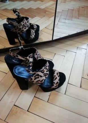 Босоножки new look на широком каблуке платформе туфли