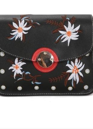 Трендова сумочка з вишивкою