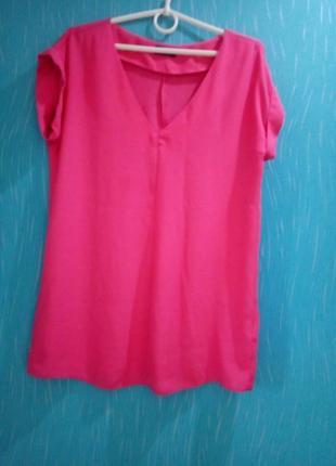 Летняя блуза малинового цвета