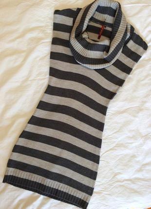 Платье короткое по фигуре без рукавов в полоску размер s