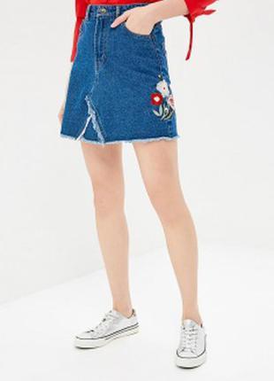 Крутая джинсовая юбка с необработанными краями