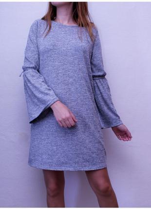 Платье с расклешенными рукавами,фирма atm