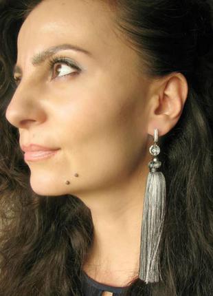 Серьги с шелковыми кисточками, длинные серебрянные серьги, трендовые серьги-кисточки