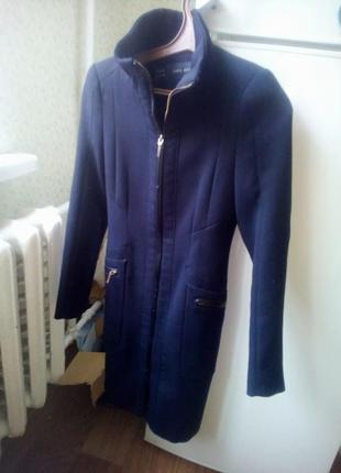 Весенне тонкое пальто zara