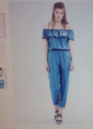 Модный джинсовый комбинезон с открытыми плечами sinsay