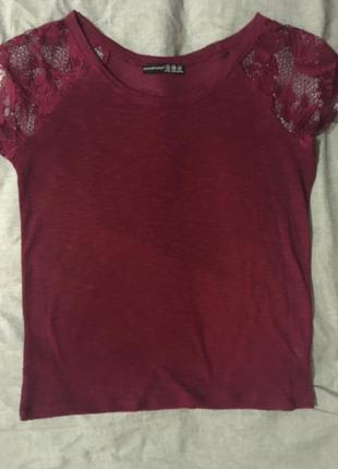 Блуза цвета марсала с кружевными рукавами