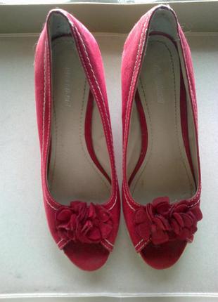Красивые летние туфли популярного бренда