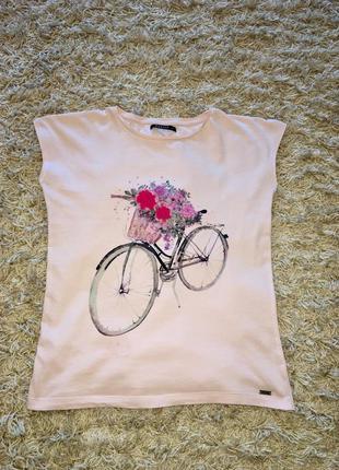 Нежно-розовая футболка mohito с лепестками